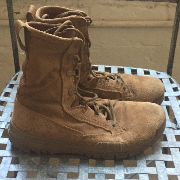 Nike coyote combat boots